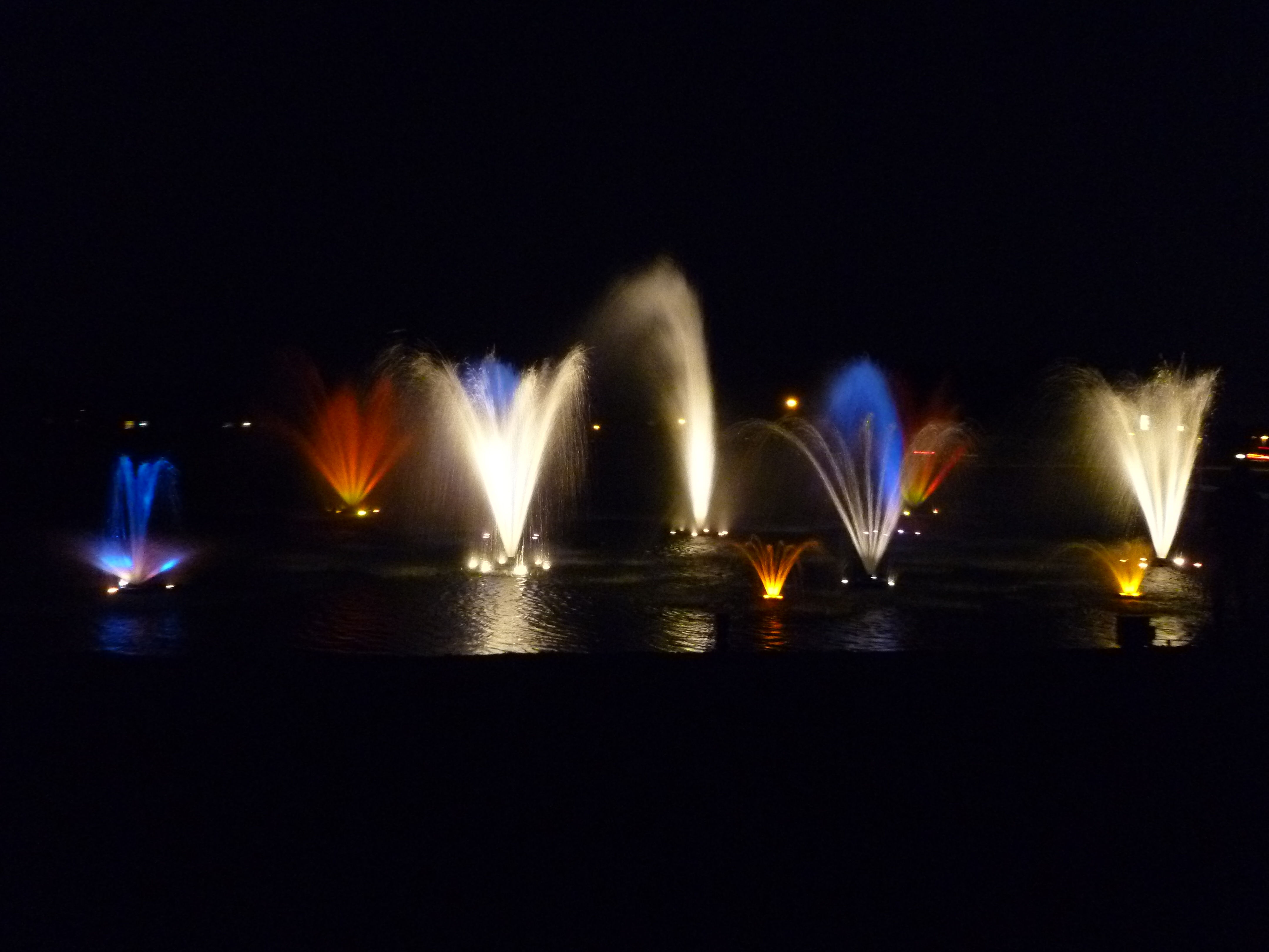 Lighted lake fountains aerate